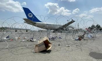 Một máy bay thương mại ở sân bay Hamid Karzai. Ảnh: Reuters