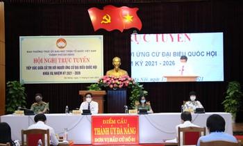 Điểm cầu tại Thành uỷ Đà Nẵng trong buổi tiếp xúc cử tri của 5 ứng viên ứng cử ĐBQH khoa XV đơn vị bầu cử số 1 TP Đà Nẵng.