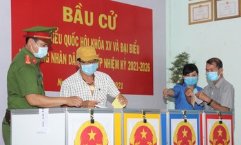 Young people in Ho Chi Minh City fulfill their civic obligations, actively support elections
