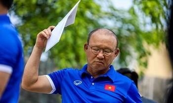 HLV Park Hang Seo rất khó có thể vui vẻ hoặc xem như bình thường khi thông tin nội bộ đội tuyển Việt Nam luôn bị rò rỉ ra ngoài.