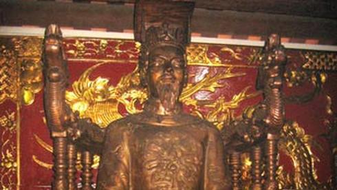 Theo Đại Việt sử ký toàn thư, vua nhà Lý nào dưới đây không lên ngôi năm 3 tuổi?
