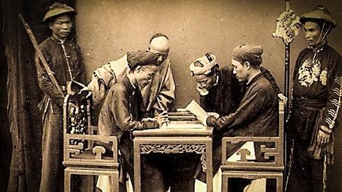 Thánh Cao Bá Quát dùng cách gì để sửa bài cho thí sinh?