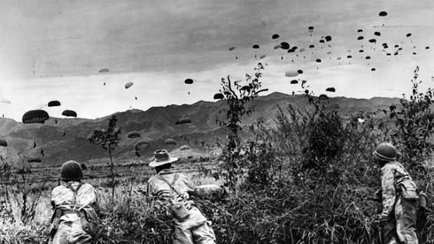 Pháp đổ quân vào Điện Biên Phủ với mục đích gì?