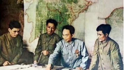Ngay sau khi quyết định chọn chiến dịch Điện Biên Phủ là trận quyết chiến, chiến lược, ban đầu TƯ Đảng đã xác định phương châm nào?