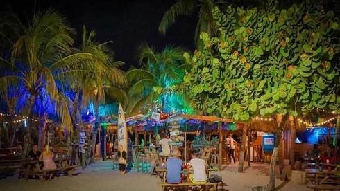 Curacao thu hút du khách bởi điều gì?