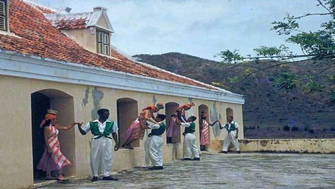 Dân số Curacao hiện là bao nhiêu?