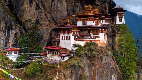 Ngọn núi nào ở Bhutan là núi cao nhất chưa từng bị chinh phục?