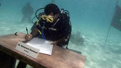 Nội các Maldives từng họp dưới đáy biển vào năm nào?