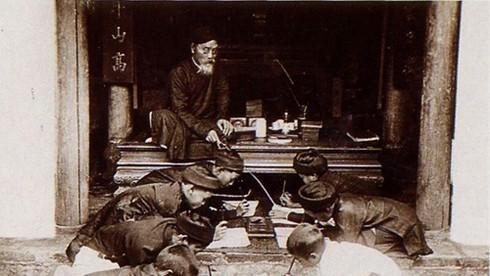 Cuốn sách nào do thầy Chu Văn An soạn thảo được xem là giáo trình dạy học đầu tiên của nước ta?