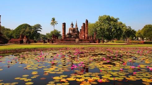 Garuda được coi là biểu tượng tôn giáo và tín ngưỡng với người Thái cũng như Hoàng gia Thái Lan. Garuda là gì sau đây?