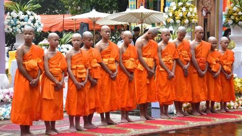 Ở Thái, nếu ra khỏi nhà mà không mặc đồ gì sau đây là bạn đang vi phạm pháp luật?