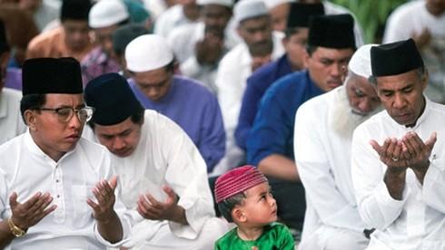 Ở đất nước này, ngày thứ mấy được coi là ngày cầu nguyện?