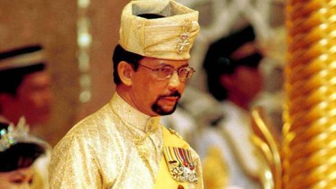 Đất nước Brunei có nhà vua trị vì lâu nhất là bao nhiêu năm?