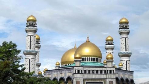 Thánh đường Jame Assr Hassanil Bolikah Mosque ở nước này sử dụng bao tấn vàng để mạ vàng mái vòm và đỉnh tháp?