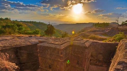 Nhà thờ nguyên khối lớn nhất trên thế giới ở Ethiopia có tên là gì?