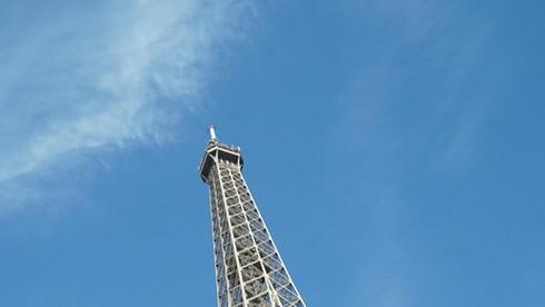 Tháp Eiffel - biểu tưởng của Paris (Pháp) có thể thay đổi chiều cao theo nhiệt độ, đúng hay sai?
