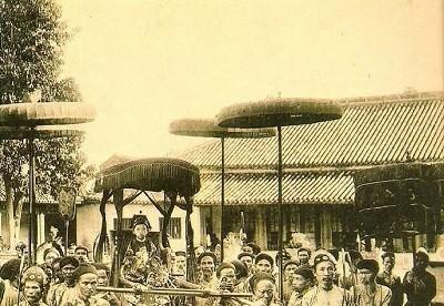 Vị vua nào cùa nhà Nguyễn lên ngôi sớm nhất?