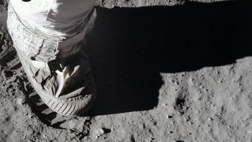 Chi phí cho dự án thám hiểm không gian Apollo (Project Apollo Space Program) ước tính bao nhiêu tỷ USD?