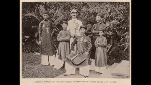 Người Pháp đã lấy cớ gì để tước bỏ quyền phê chuẩn của vua Thành Thái, giao lại quyền điều hành triều đình cho Hội đồng Thượng thư?