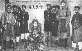 Sau khi bị phế truất, vua Thành Thái bị lưu đày sang đảo Réunion ở châu Phi cùng vị vua nào?