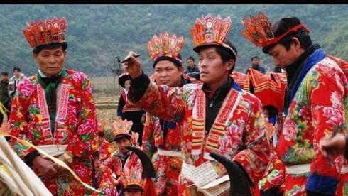 Đàn ông dân tộc Dao chỉ được công nhận sự trưởng thành khi nào?