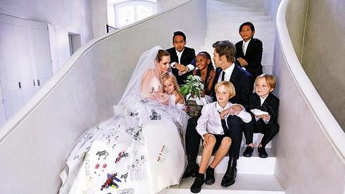 Pax Thiên làm điều đặc biệt gì trong ngày cưới của bố mẹ nuôi?