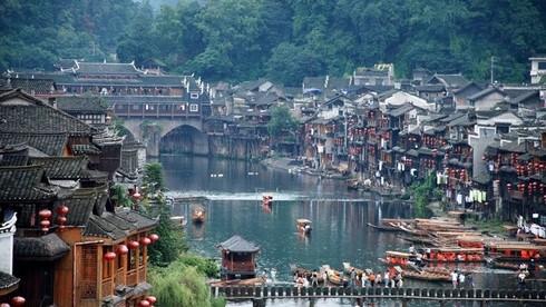 Phượng Hoàng cổ trấn được UNESCO công nhận là di sản văn hóa thế giới vào năm nào?