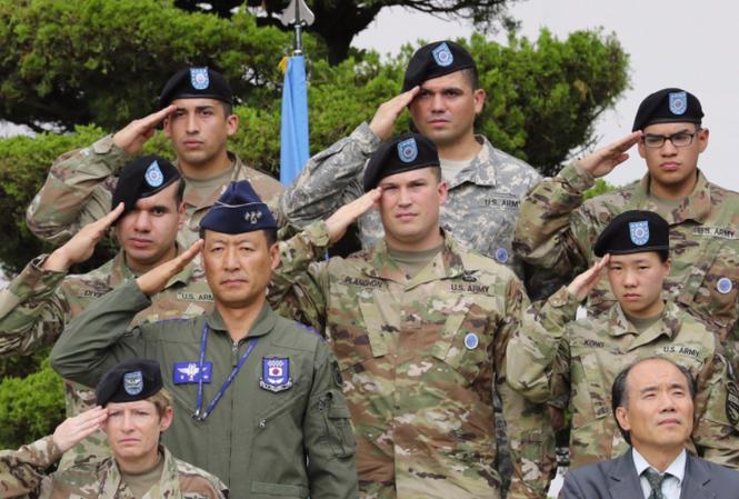 Các binh lính Mỹ và Hàn Quốc tại một căn cứ quân sự gần Seoul. (Ảnh: AP)