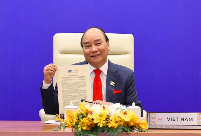 Thủ tướng Nguyễn Xuân Phúc tham dự hội nghị trực tuyến. (Ảnh: Mofa)
