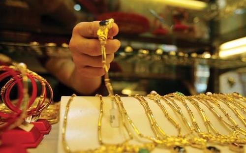 Vàng và USD cùng tăng sau khi Thống đốc trấn an