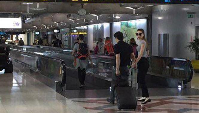Theo đó, Hồ Ngọc Hà bị bắt gặp vui vẻ nắm tay người tình tin đồn- đại gia K. ở sân bay và khu mua sắm tại Thái Lan.