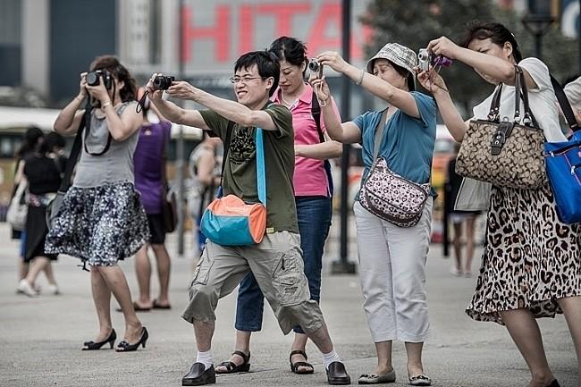 Du khách Trung Quốc chiếm tỷ lệ lớn trong tổng lượng khách du lịch quốc tế của nhiều nước châu Á. Ảnh: CNN.