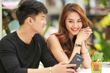 Linh Chi và Lâm Vinh Hải đăng ký kết hôn sau hàng loạt scandal bủa vây.