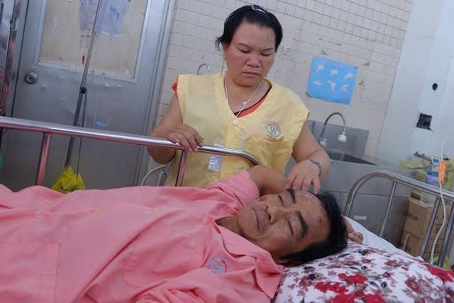 Ông Huỳnh Văn Nén đang được chăm sóc điều trị tại Bệnh viện Chợ Rẫy TPHCM sau tai nạn giao thông chiều 22/3.