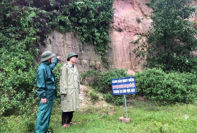 Mưa lớn, nguy cơ sạt lở, Hà Tĩnh sơ tán khẩn hàng nghìn người đến nơi an toàn