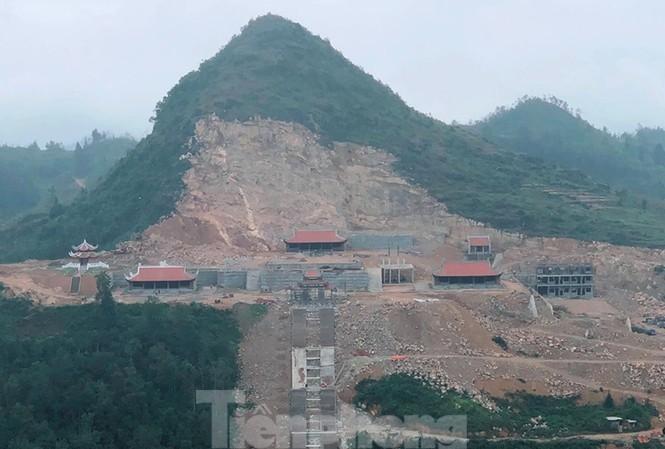 Đại công trình phá núi tại Lũng Cú, Hà Giang