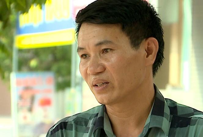 Ông Nguyễn Công Tỵ người lái xe cũng là chồng của chủ cơ sở Đồ Rê Mí