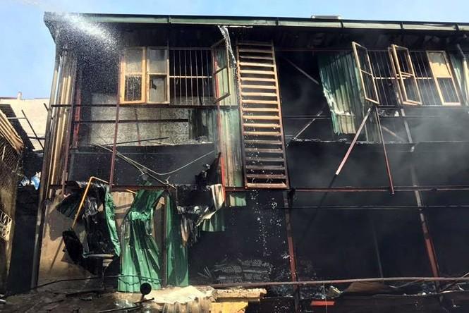 Vụ cháy Cty Rạng Đông: Khuyến cáo không sử dụng thực phẩm trong phạm vi cháy 1km