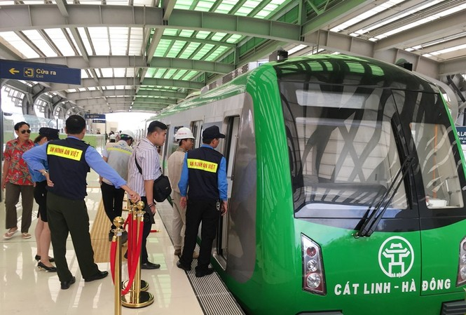 Để vận hành metro Cát Linh – Hà Đông, thành phố Hà Nội sẽ vay lại của dự án 98 triệu USD và được trả dần hàng năm.