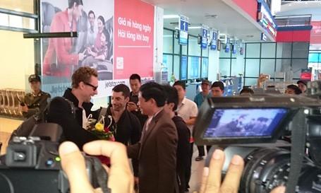 Rất đông người hâm mộ chào đón sự xuất hiện của dàn sao Hollywood tại Quảng Bình trong những ngày qua.