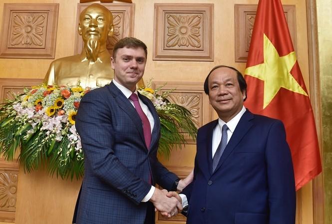 Bộ trưởng, Chủ nhiệm VPCP Mai Tiến Dũng và Thứ trưởng Bộ Phát triển số, thông tin liên lạc và Truyền thông đại chúng Liên bang Nga M.V. Mamonov (ảnh N.B)