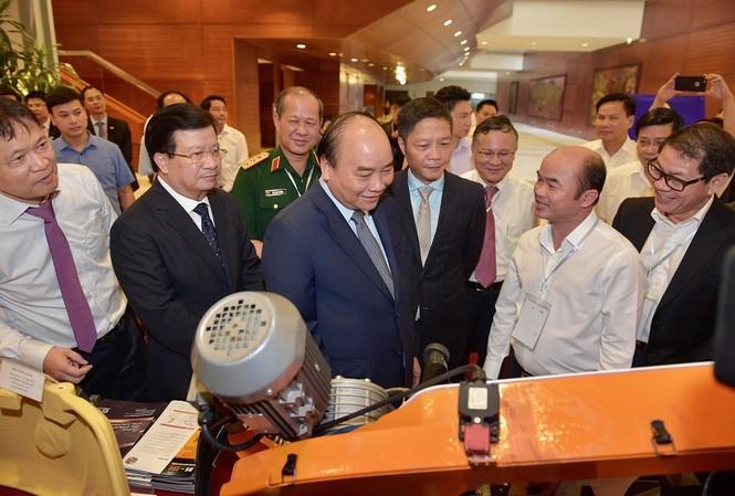 Thủ tướng Nguyễn Xuân Phúc dự hội nghị phát triển ngành cơ khí. (ảnh N.B)