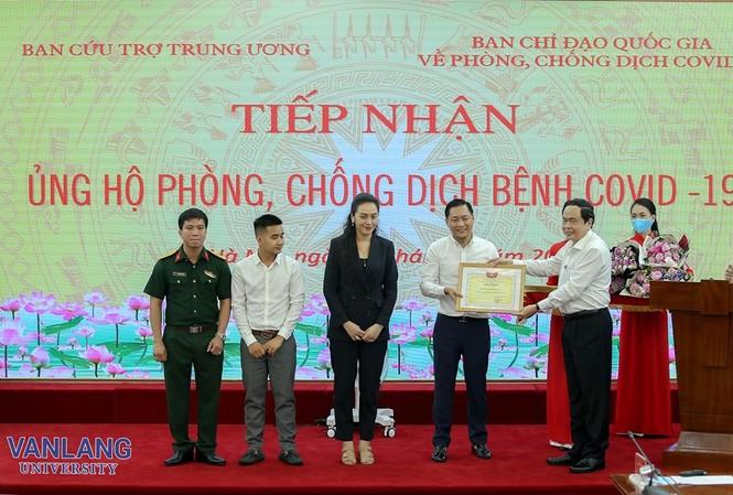 Trường ĐH Văn Lang cùng đồng hành tặng 500 máy thở MV20 phòng chống dịch