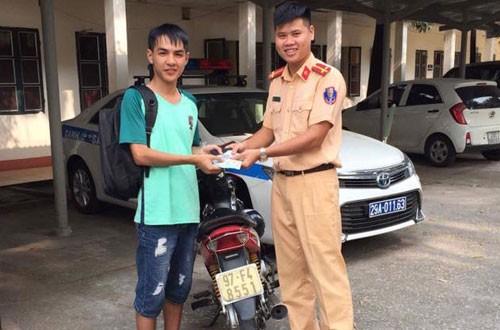 Tuấn Anh nhận được số tiền đóng viện phí cho ông bị đánh rơi
