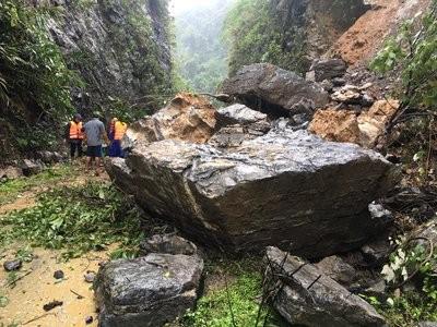 Núi sạt lở vùi lấp lán trại, 1 người chết 3 người mất tích trong rừng Phong Nha - Kẻ Bàng