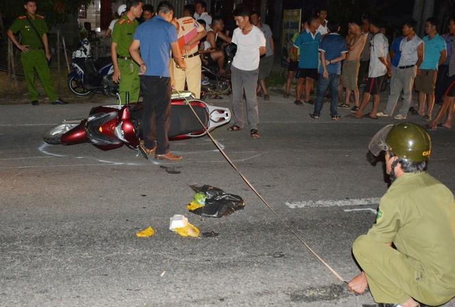 Cảnh sát tung quân truy tìm tài xế lái ô tô tông nhiều người bị thương