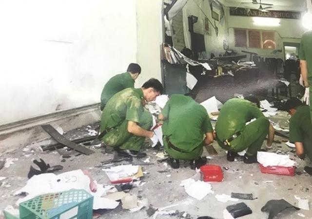 Hiện trường vụ khủng bố vụ nổ trụ sở Công an phường 12 (quận Tân Bình, TPHCM)