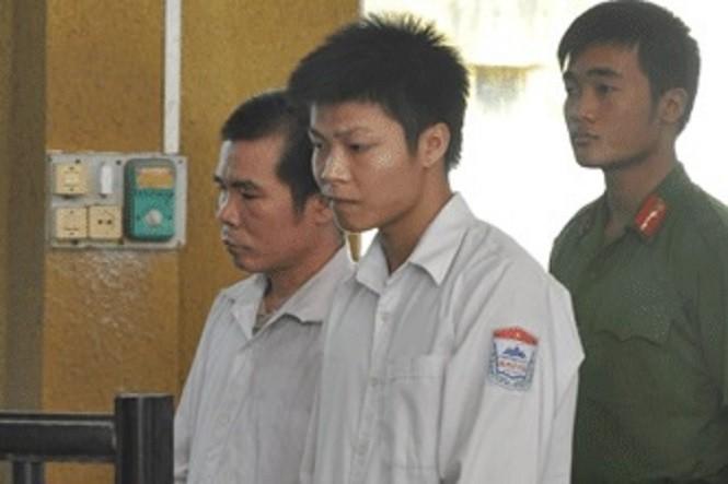 Tạc Văn Ngọ và Tạc Văn Hoan tại tòa án năm 2012.