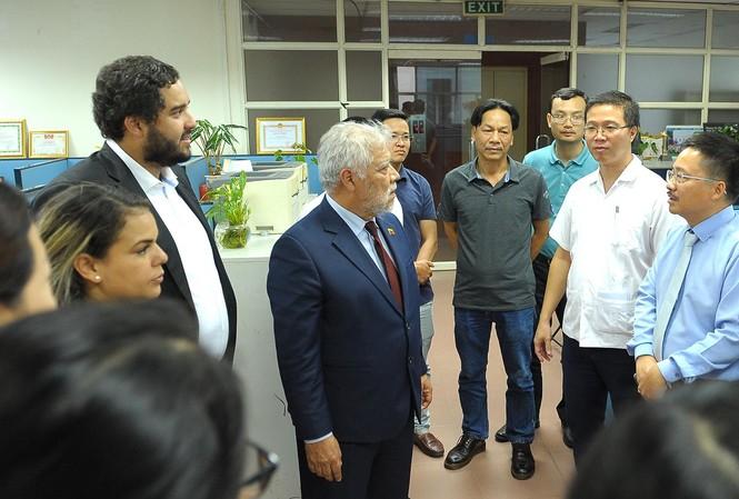 Đoàn đại biểu thanh niên Venezuela thăm báo Tiền Phong