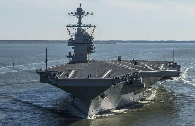 Tàu sân bay USS Gerald R. Ford trong một chuyến đi biển thử nghiệm
